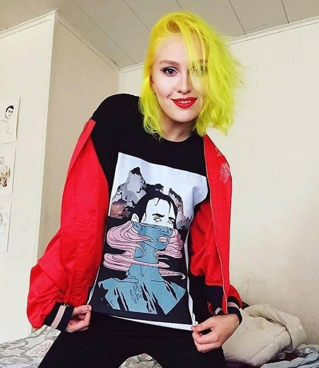 Alternative face sweatshirt - Redbubble